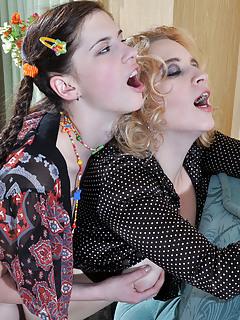 Lesbian Moms Pics