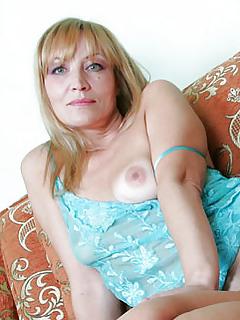 Mature Moms Pics